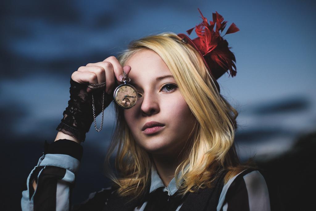 Dívka s hodinkami