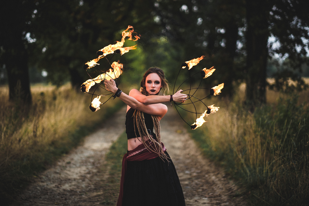 Dívka s ohněm